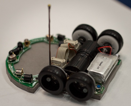 robot mouse TETRA micromouse robot beats World Record with its out of the box Design