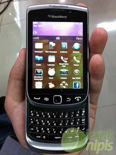 blackberry torch new Blackberry World: 3 new devices claim to be successors to the Curve, Bold and Torch